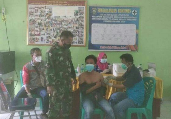 Sertu Edmar Diansyah Babinsa Koramil 01 Pengandonan Monitoring Vaksinasi Covid-19